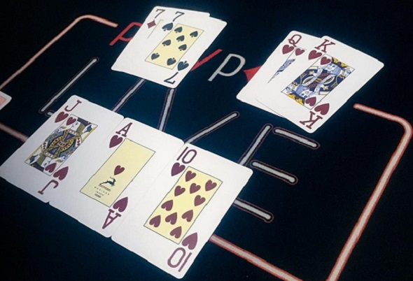poker-turnaj-royal-flush.jpg